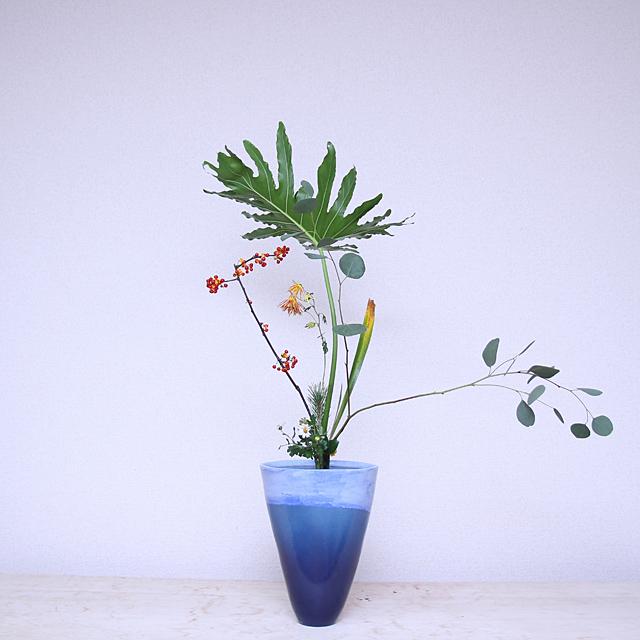 立花新風体 セローム、つるうめもどき、ユーカリ、著莪、嵯峨菊、若松、小菊、椿、玉