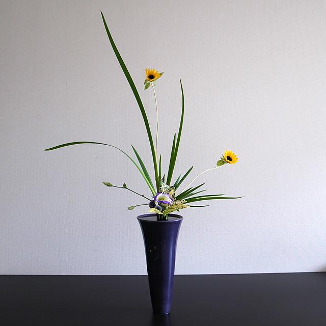 立花正風体 向日葵、オクロレウカ、トルコ桔梗、ゴッド、瑠璃玉あざみ