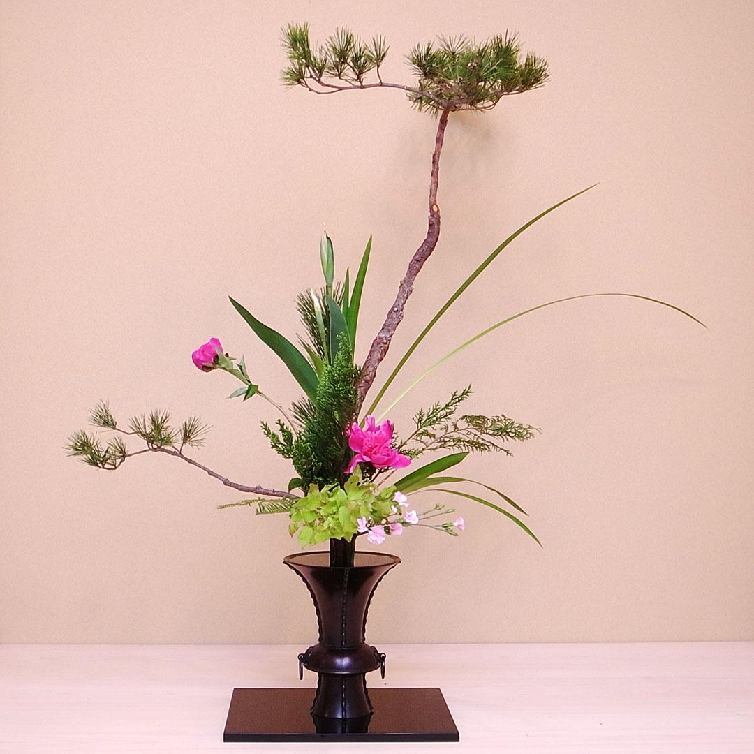 古典立花 松、菖蒲、芍薬、オクロレウカ、伊吹、夏はぜ、著莪、檜、檜扇、山羊歯、撫子